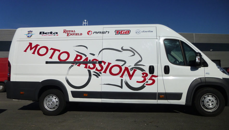 Décoration adhésive véhicule camion